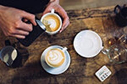 Kıpkırmızı Cafe Okey Salonu