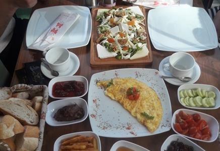 Lavinya Cafe