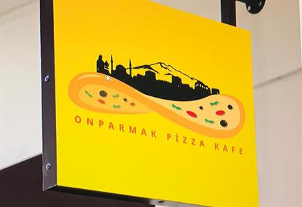 onparmakpizza cafe