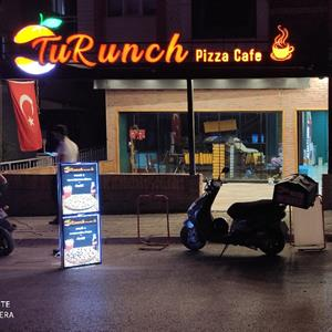 turunch pizza